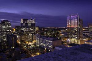 luz en la ciudad