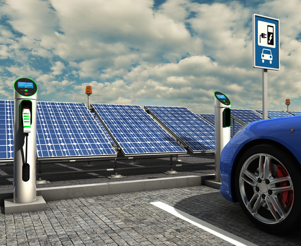 Un coche eléctrico en un punto de carga